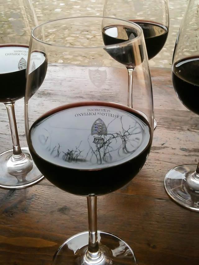 https://www.in-chianti.it/wp-content/uploads/2020/07/2014-Tasting-wine-in-glasses.jpg